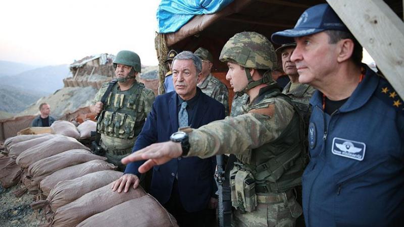 Milli Savunma Bakanı Akar'dan ilk ziyaret üs bölgesine
