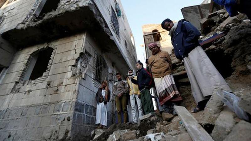 Suudiler Yemen'i vurdu