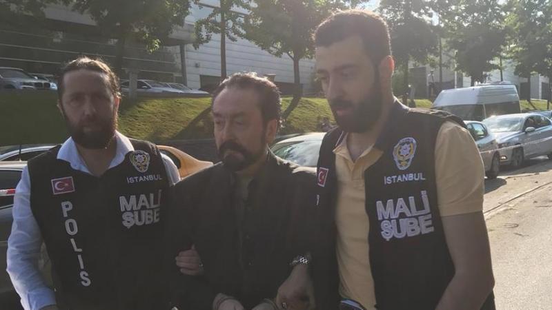 Adnan Oktar ve yüzlerce müridine 'siyasi ve askeri casusluk' gözaltısı
