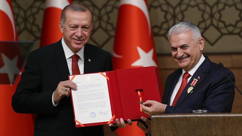 Erdoğan, son Başbakan Yıldırım'a madalya taktı: Bazıları gibi yoldan çıkmadı