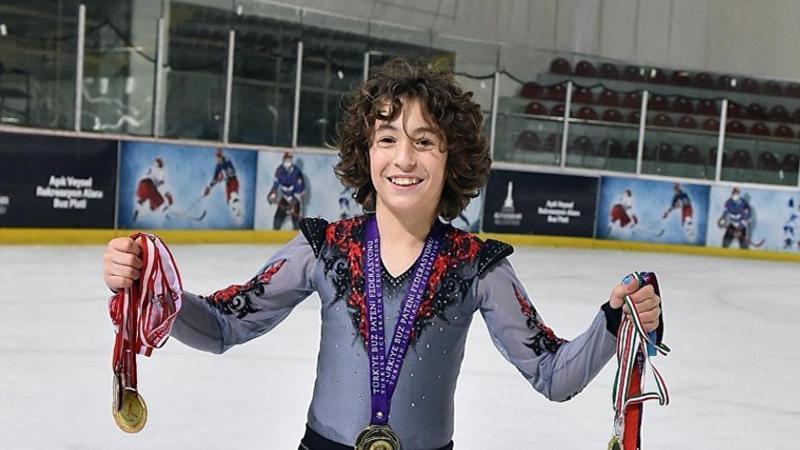 12 yaşındaki Efe buz pateninde dünya rekoru kırdı