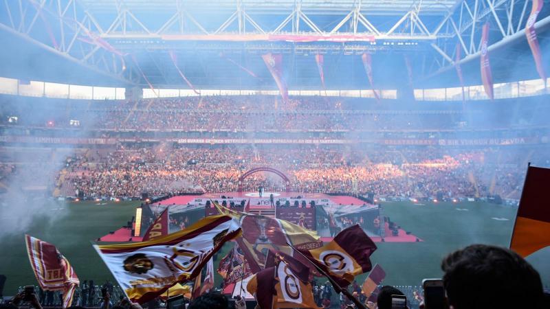 Galatasaray 21'inci şampiyonluğunu kutluyor