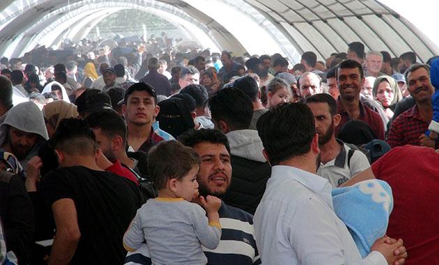 Suriyelilerin bayram geçişinde yoğunluk